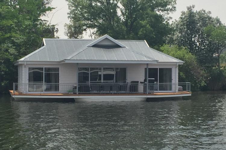 liquid-lounge-prive-houseboat