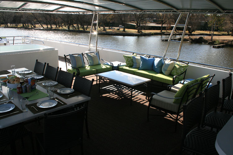 liquid-living-houseboat-deck