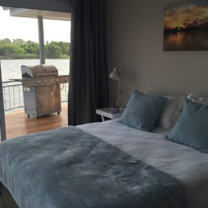 prive-houseboat-bedroom-view