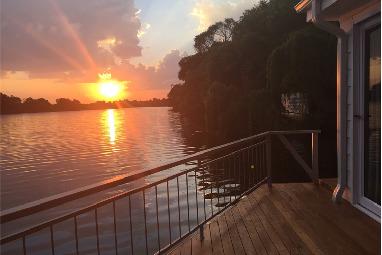 liquid-lounge-prive-houseboat-sunset-on-vaal-river